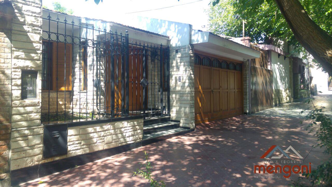 Casa 5° Sección calle Lamadrid, Cdad – 3 Habitaciones – Extenso Jardín – Cochera.-