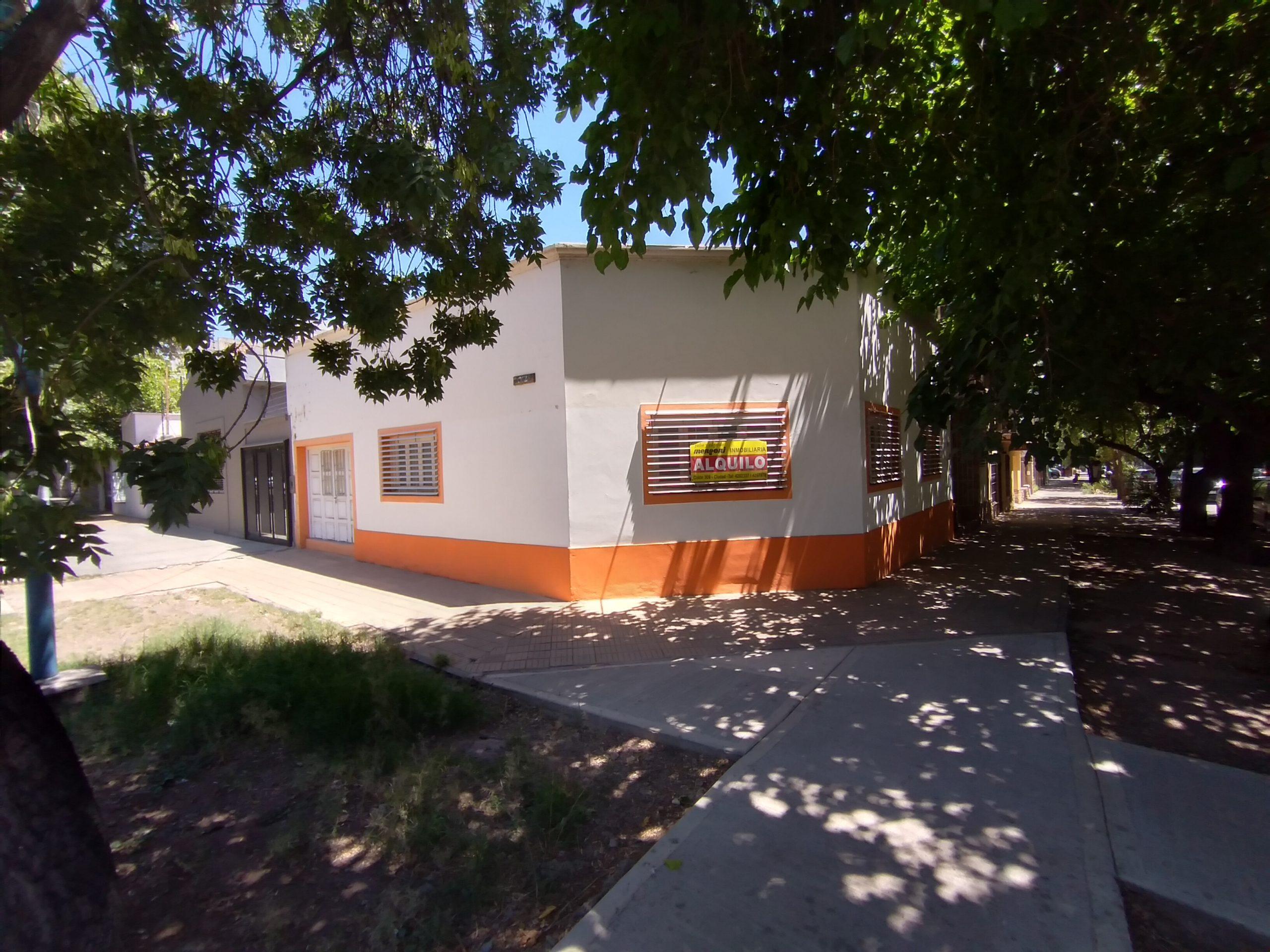 Local Esquina en B° Bombal a 3 cuadras de Av. San Martín – Ideal uso Gimnasio – Fitness -Administrativo – Comercial –  Calle Echeverría y Arizu, Godoy Cruz.-
