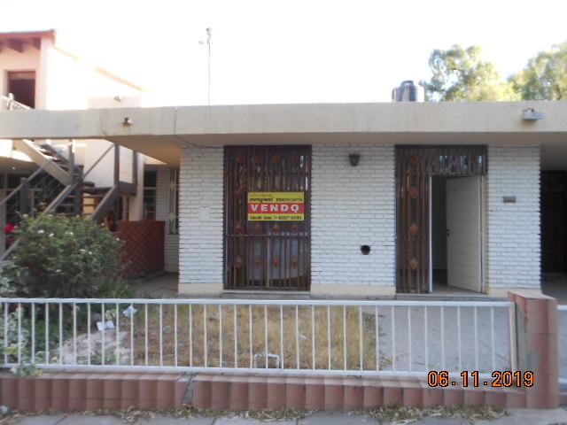 Casa B° SUPE sobre calle Lautaro , Godoy Cruz – 3 Habitaciones – Churrasquera – COCHERA.-