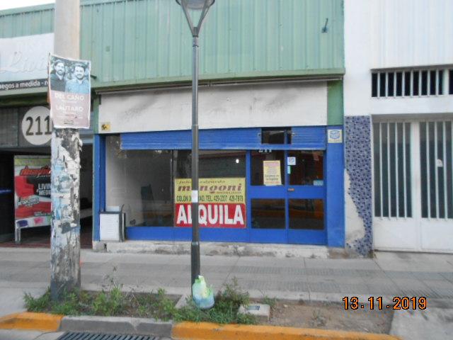 Local Comercial sobre Av. Godoy Cruz  casi 12 de Octubre, Gllén.-