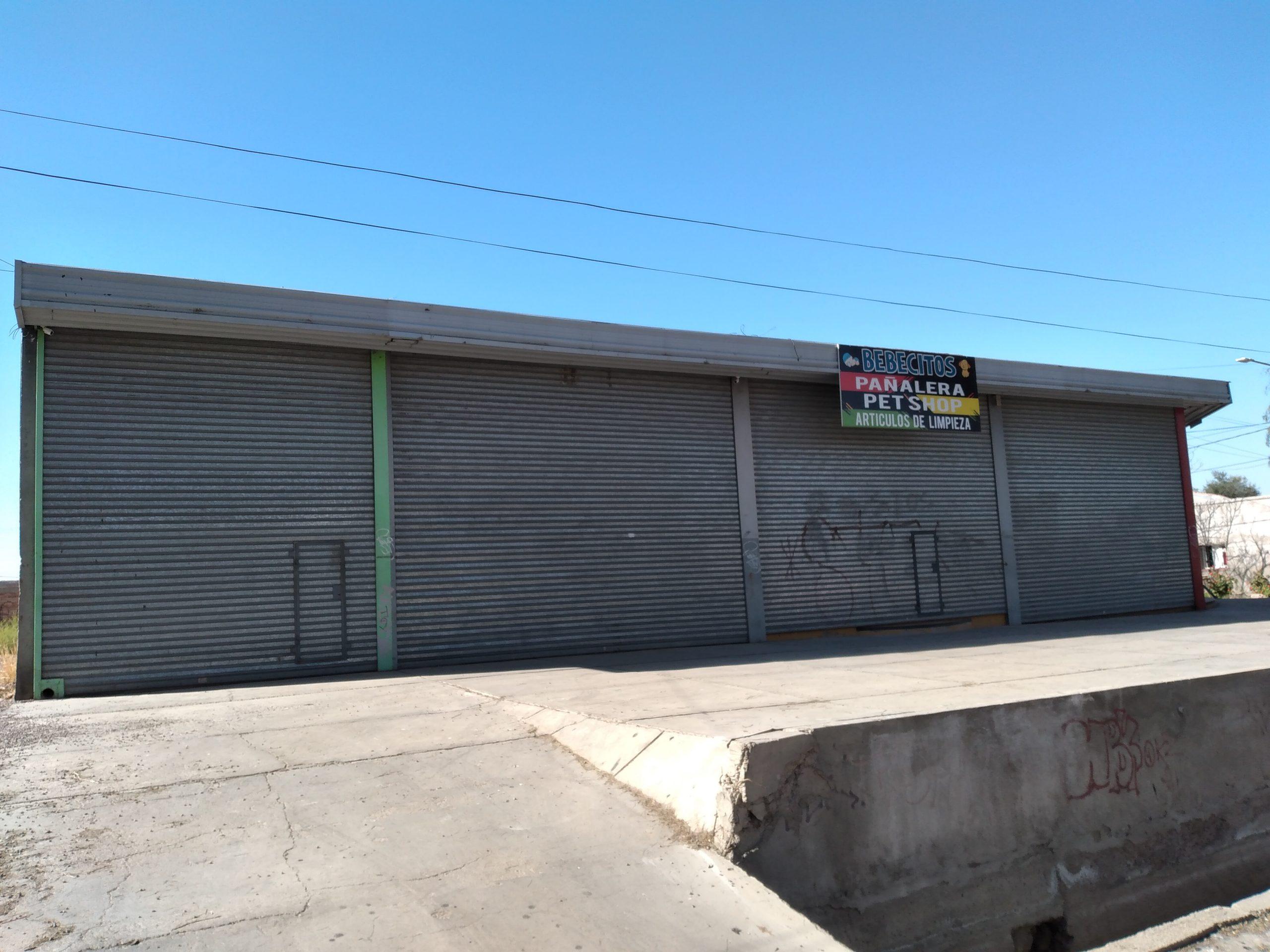 Local Comercial sobre Av. Sarmiento casi Maza de Maipú.-