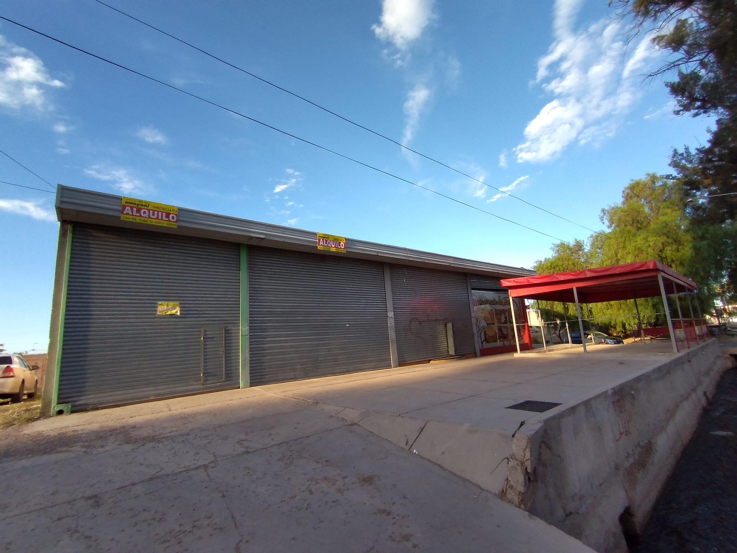 Local Comercial Sarmiento casi Maza, Maipú .-