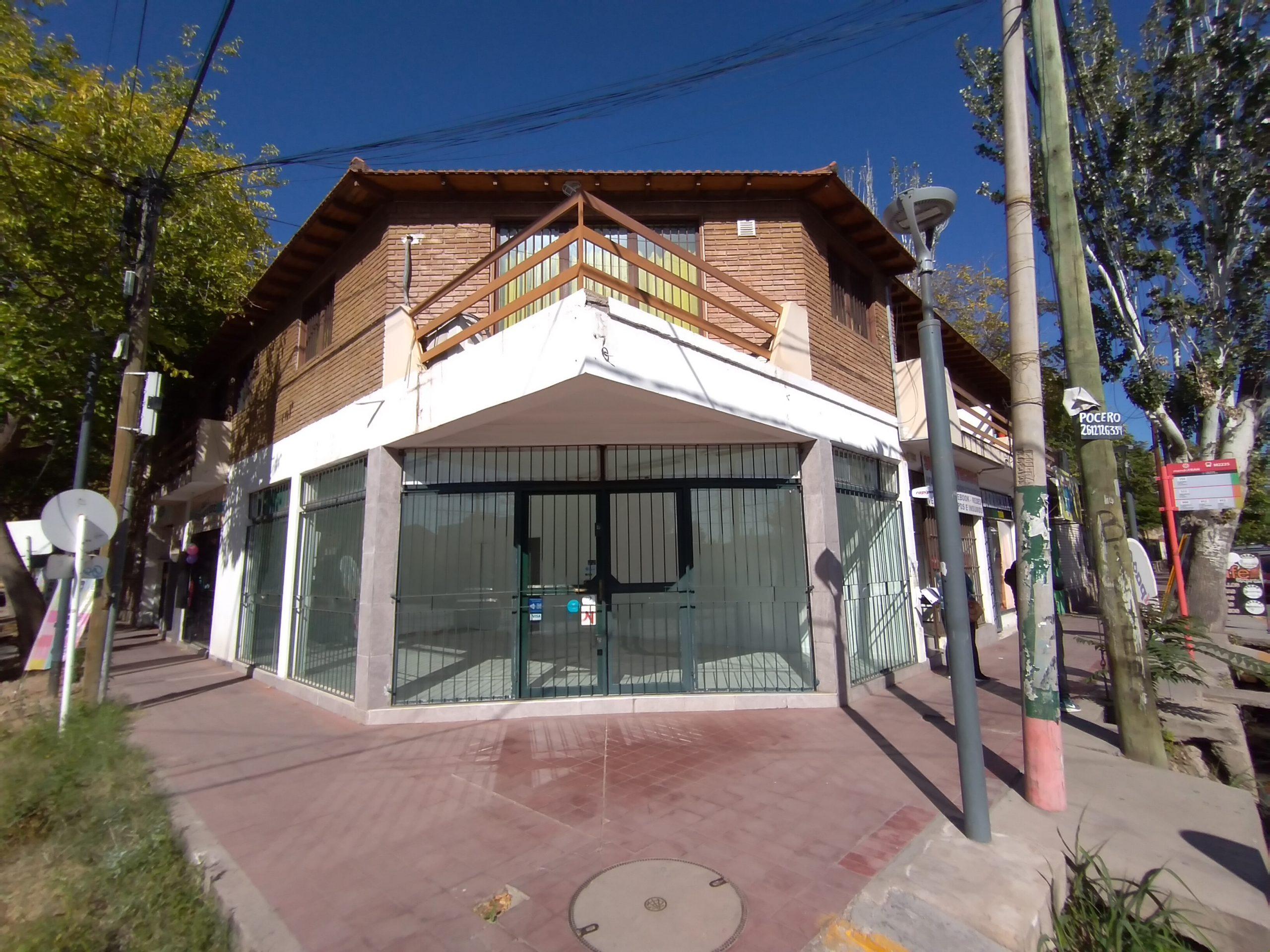 Local Comercial ESQUINA sobre Adolfo Calle y Sobremonte, Gllén.-