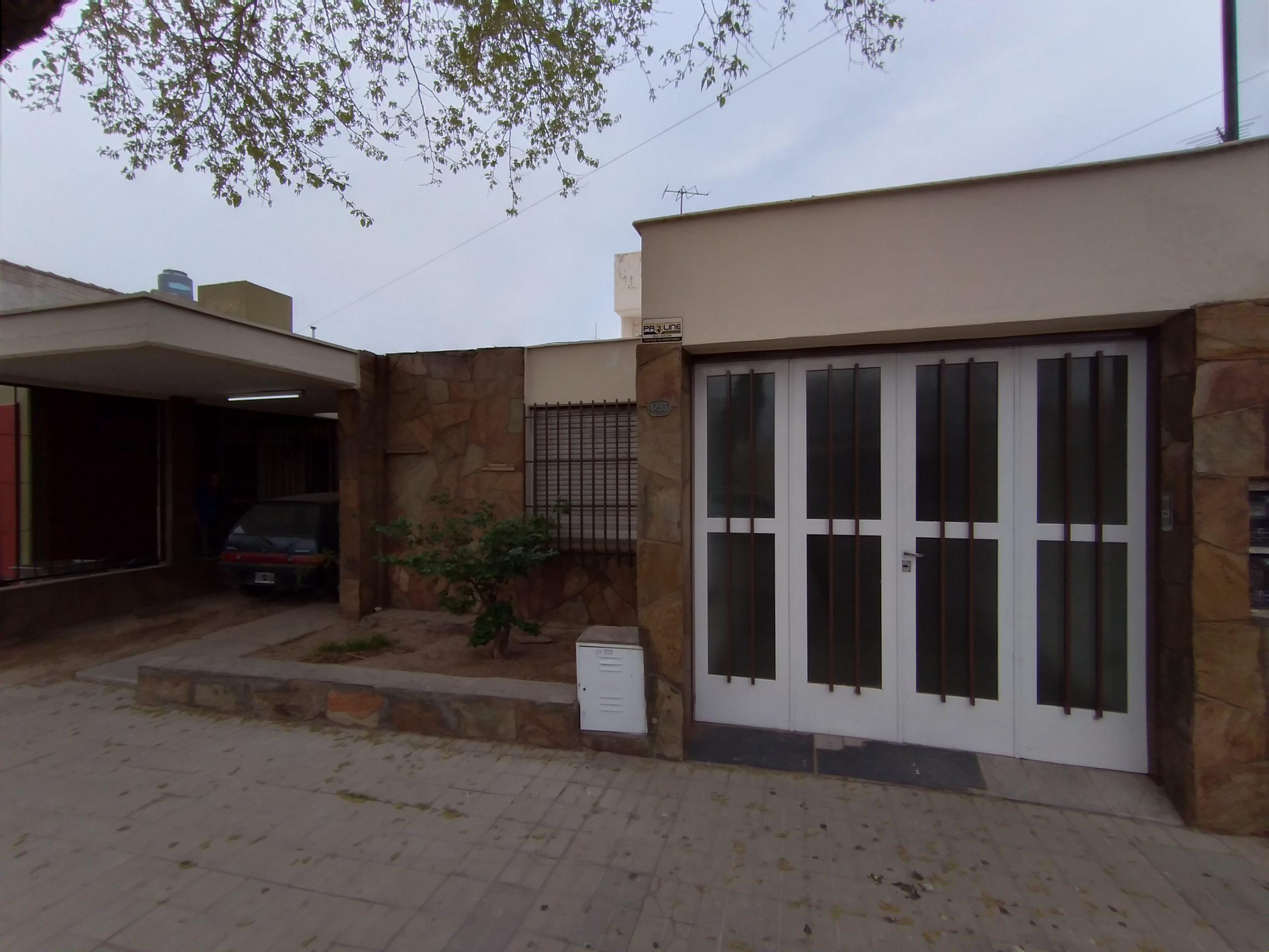 Casa B° CIR.SUB.DOZ – sobre calle Alas Argentinas- Las Heras – 3 Habitaciones – COCHERA.-