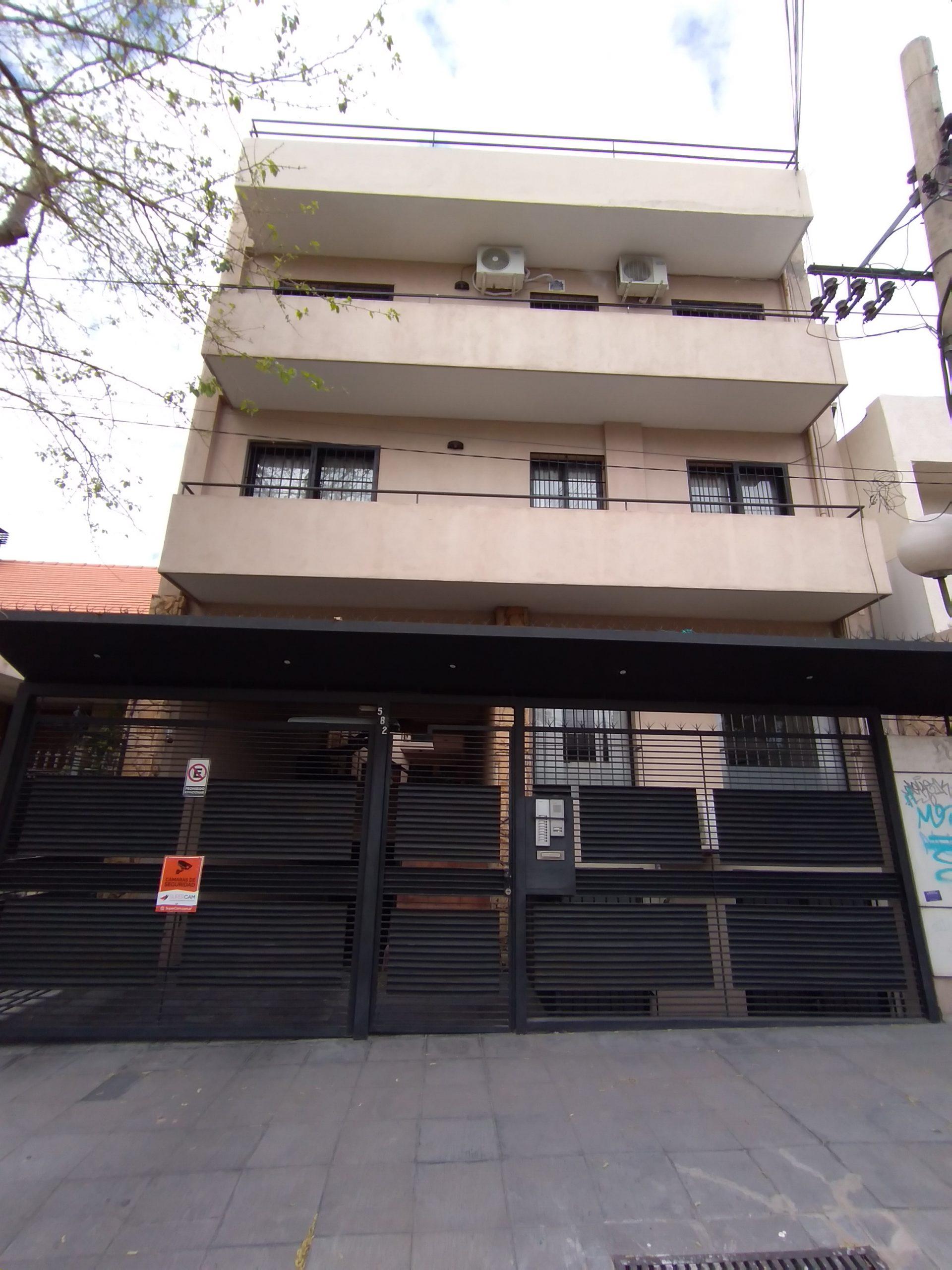 Departamento Hipólito Yrigoyen y 25 de Mayo, Godoy Cruz – 1 Habitación – COCHERA Automatizada.-